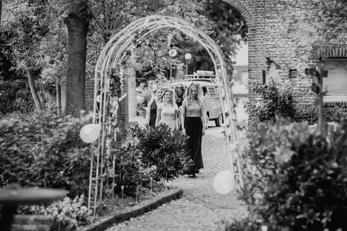 Vintage Hochzeit auf der Wasserburg Geretzhoven Brautjungfern